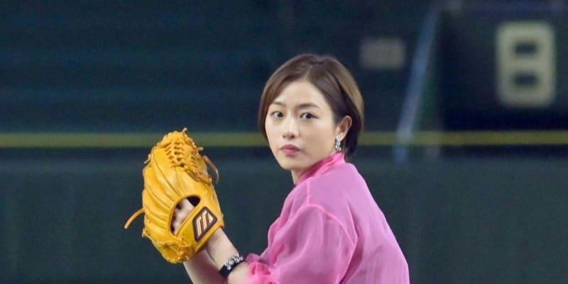石原さとみ、今年は斎藤雅樹氏ばりのサイドスローで始球式 ボールは打者の背中に…