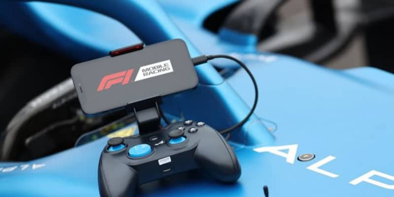 アルピーヌF1コラボデザインのゲームコントローラー登場。Lightning接続で遅延を抑える