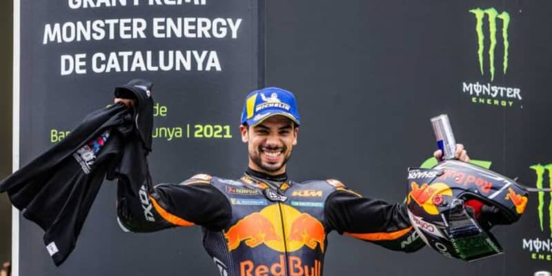 MotoGP第7戦:接戦のトップ争いを展開したKTMのオリベイラが今季初優勝。中上貴晶はペナルティを受け13位