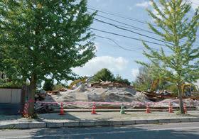 10月2日に訪れると倒壊した店舗兼住宅は危険家屋として撤去され、更地になっていた