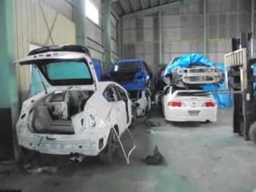 自動車の解体作業が行われていた倉庫(千葉県警提供)