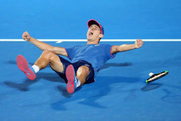 「ATP250 シドニー」で優勝したデミノー