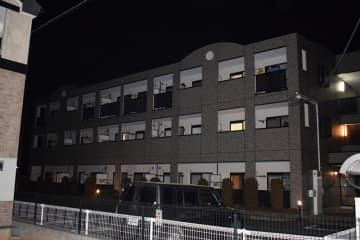 栗原容疑者の自宅マンション=25日午後6時ごろ、野田市山崎
