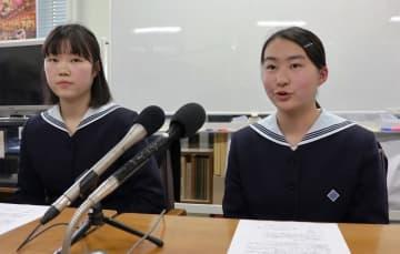 ノルウェー訪問の意気込みを語る山口さん(右)と中村さん=長崎市役所