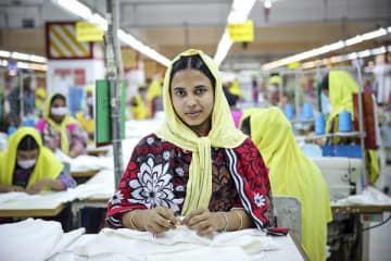 DBLグループの工場で働く女性。バングラデシュ