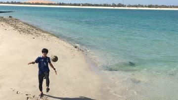 「16強芸人」カカロニ菅谷が挑戦!UAEで飛び込みサッカーはできるのか?