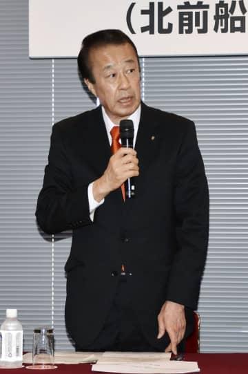 記者会見する石川県加賀市の宮元陸市長=4日午後、東京都千代田区