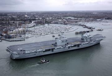英海軍の最新鋭空母「クイーン・エリザベス」=2017年11月、英南部ポーツマス(ゲッティ=共同)