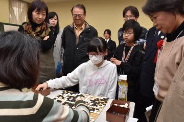 女性が熱戦を繰り広げた全日本女流アマ囲碁選手権県大会=水戸市五軒町