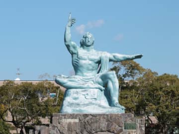 世界平和を願う平和祈念像