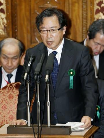 参院予算委で質問に答える特別監察委員会の樋口美雄委員長=7日午後