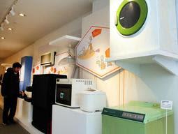 平成初期の家電製品が並ぶ企画展=大阪府門真市、パナソニックミュージアム