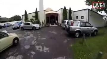 犯人がライブ映像を流していた。事件現場の教会と同じとされる