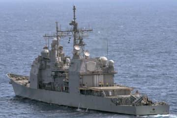 2017年5月、日本の南方沖を航行する米海軍のイージス巡洋艦シャイロー(米海軍提供)
