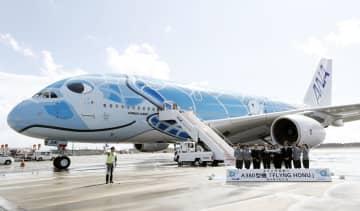 成田空港に到着した全日空のエアバスA380=21日午後