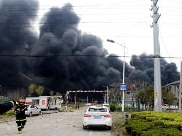爆発があった化学工場の現場周辺=21日、中国江蘇省塩城市(新華社=共同)