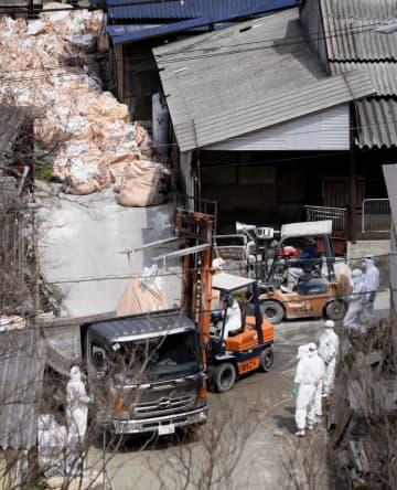 15例目となる豚コレラが発生した愛知県瀬戸市の養豚場の周辺で行われる防疫作業=29日午前