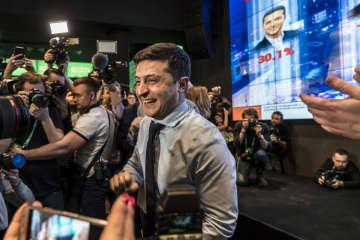 ウクライナ大統領選で決選投票に進むことが確実となったコメディアンのゼレンスキー氏=3月31日、キエフ(ゲッティ=共同)