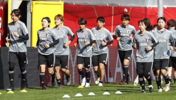 ドイツとの親善試合を前に、最終調整する女子日本代表=パーダーボルン(共同)