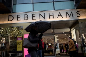 オックスフォード通りの「デベナムズ」店舗=2018年12月、ロンドン(ロイター=共同)