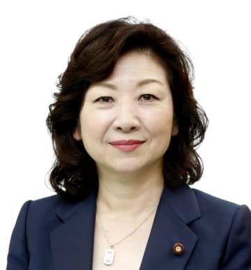 野田聖子・衆院予算委員長
