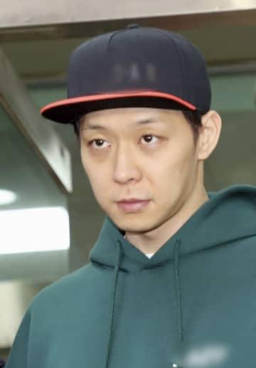 18日、韓国・水原の警察署で薬物使用の容疑で取り調べを受けたパク・ユチョン氏(聯合=共同)