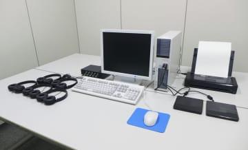 警察が通信傍受で使用する「特定電子計算機」=24日、東京都千代田区