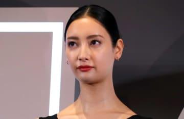 小出恵介、菜々緒と顔密着ツーショット 35歳になった近影に注目