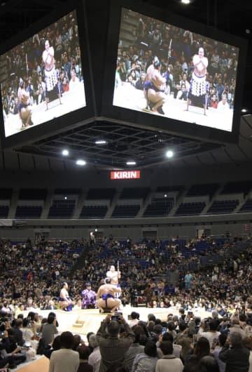横浜アリーナで横綱土俵入りをする白鵬