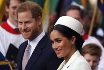 ヘンリー英王子(左)とメーガン妃=3月、ロンドン(AP=共同)