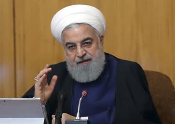 閣議で話すイランのロウハニ大統領=8日、テヘラン(イラン大統領府提供・AP=共同)
