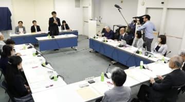 平和宣言の文案について協議した起草委員会=長崎市平野町、長崎原爆資料館