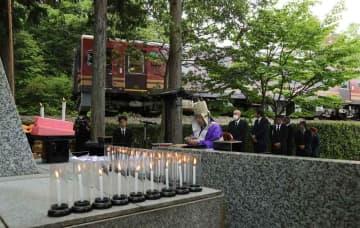 事故発生から28年を迎えて営まれた追悼法要(14日午前10時37分、甲賀市信楽町黄瀬)