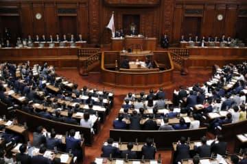 障害者雇用促進法改正案を全会一致で可決した衆院本会議=16日午後
