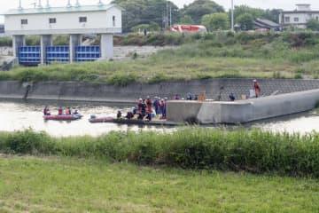 小学生男児2人が溺れた福岡県小郡市の宝満川=16日午後5時32分