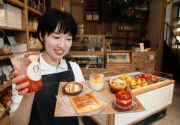 新鮮なリンゴを使ったスイーツを取りそろえた専門店「à la ringo」=神戸市中央区下山手通3