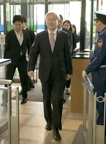 外務省に入る韓国の南官杓駐日大使=20日午後