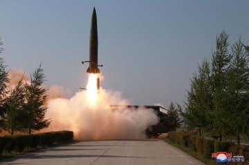 北朝鮮が9日発射した短距離弾道ミサイルとみられる飛翔体(朝鮮中央通信=共同)