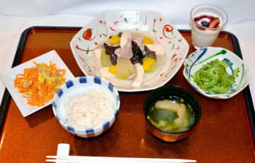 味の素の「勝ち飯」で考案された沖縄オリジナルメニュー=那覇市のザ・ナハテラス