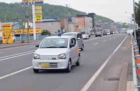 青色灯を回し、児童・生徒の登校時に市内を巡回する青色パトロール車