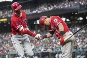 2者連続となる本塁打を放ったエンゼルス・大谷翔平(左)【写真:AP】
