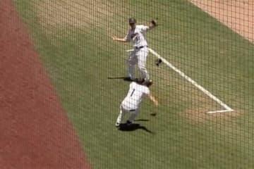 米国大学野球で起こった美技に称賛の声が集まる(画像はスクリーンショット)