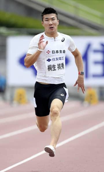 男子100メートル予選 10秒04の1組1着で決勝に進んだ桐生祥秀=コカ・コーラボトラーズジャパンスポーツパーク陸上競技場