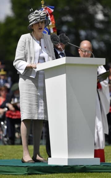 ノルマンディー上陸作戦75年の関連式典で演説するメイ英首相=6日、フランス北西部(ゲッティ=共同)