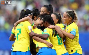 クリスチアーニのハットでブラジルが快勝