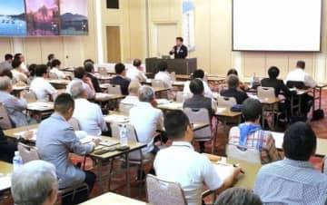 観光関係者が外国人旅行者らの接客法などを学んだ研修会