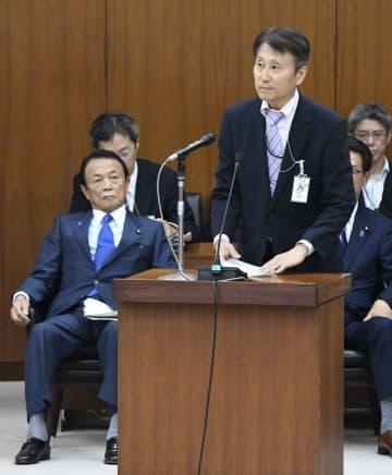 衆院財務金融委員会に出席した金融庁の三井秀範企画市場局長。左は麻生財務相=14日午後