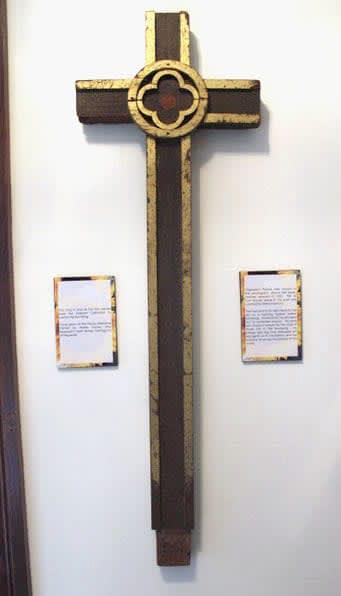 米オハイオ州ウィルミントン大の平和資料センターが所蔵する木製の十字架(ノースウエスタン大の宮崎広和教授提供)