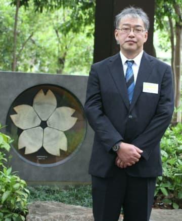 「祭られている伯父の供養ができた。感謝の気持ちをかみしめている」と話す坂本工さん=東京都千代田区の靖国神社