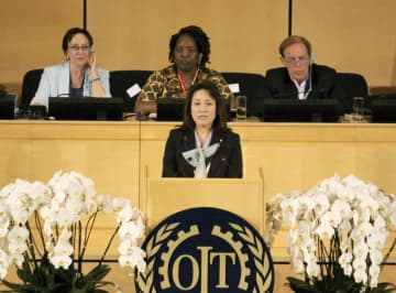 ILO総会で演説する高階恵美子厚労副大臣=17日、ジュネーブ(共同)